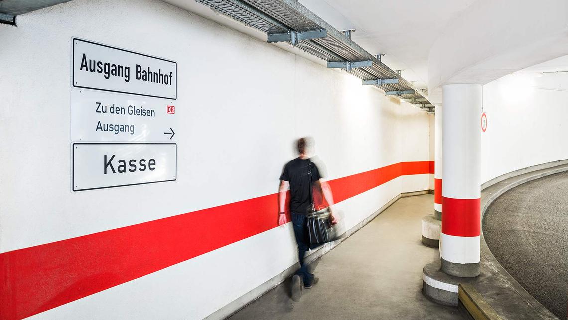 Bahnreisende mit BahnCard können den Park-Preis-Vorteil der OPG in der Bahnhofsgarage nutzen