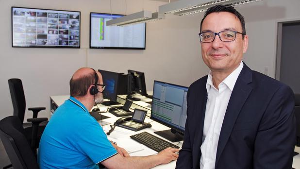 Wigand Maethner zeigt die neue Leitstelle der OPG im Vitihof Osnabrück