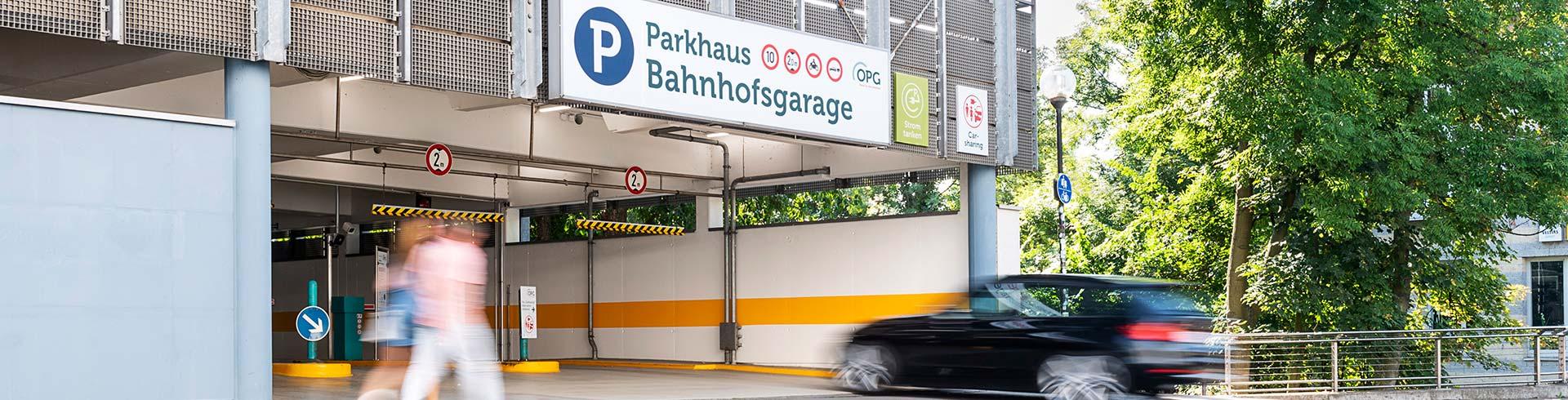 Einfahrtsituation am Parkhaus Bahnhofsgarage der OPG